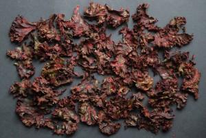 Her er en enkelt tomat erstattet af en rødbede hvilket gav en smuk lyserød farve til chipsene