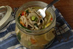 Hjemmelavede veganske cup noodles