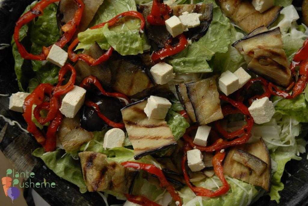 Smovset vegansk salat med feta