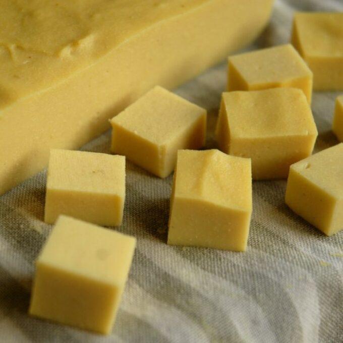 Kikærtetofu – gul burmesisk tofu (sojafri, glutenfri)