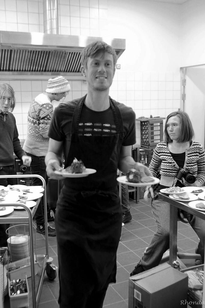 Se lige den overskudsagtige køkkenchef Mathias