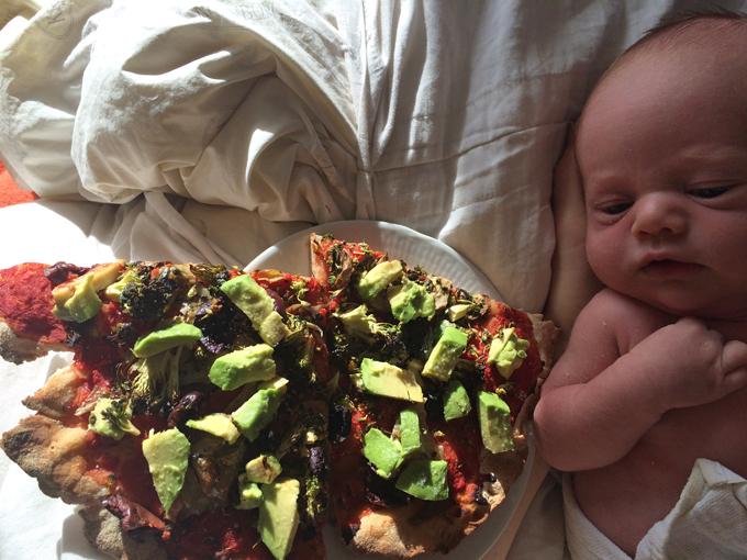 pizza med avokado