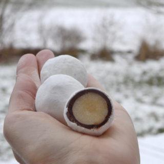 Hjemmelavede snebolde – med sprød 'dragée' (inkl. VIDEO)