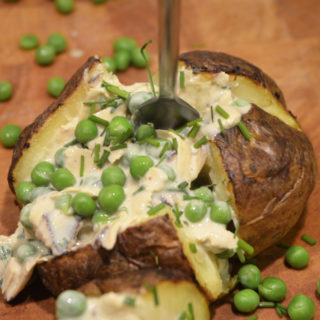 Vegansk bagekartoffel med fyld a la sk*nkesalat