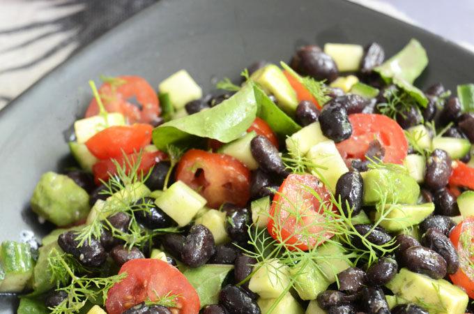 Salat med sorte bønner
