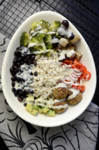 Stor skål salat lys tahindressing